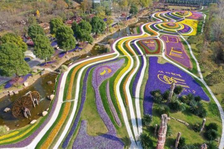 Zhou Ji Green Expo Garden: Spilled colorful palette