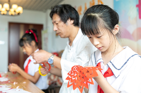 Children in Hai'an access intangible cultural heritage