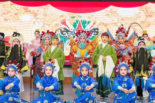 Peking Opera performance marks National Day