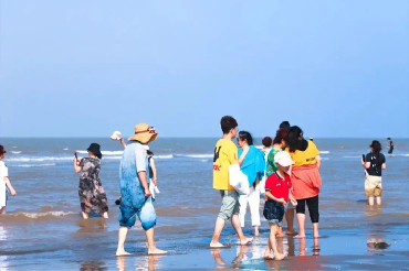 Golden Beach Scenic Area reopens after typhoon