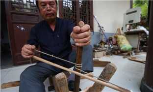 Hand-carved buckets face possible extinction in Zhejiang