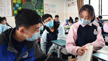 In pics: Students greet new semester in Ningbo as epidemic subsides