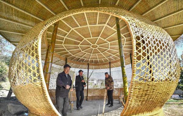 Ningbo artisans create bamboo pavilion