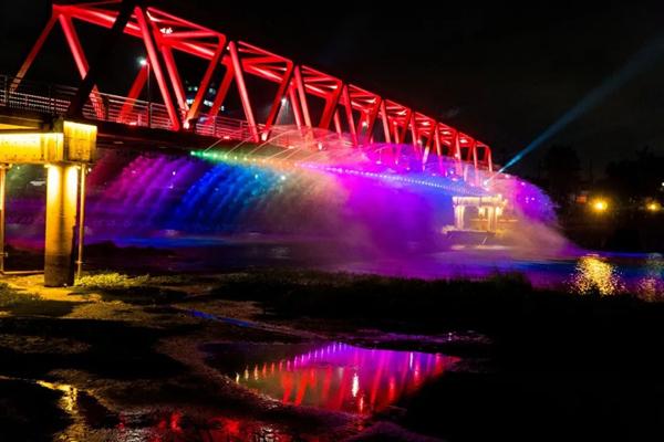 Lit-up bridge enthralls visitors