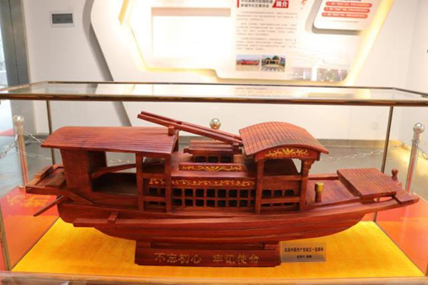Yuyao artisan crafts Red Boat with rosewood