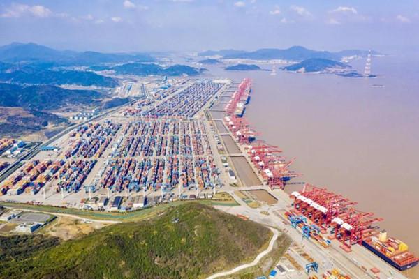 Ningbo-Zhoushan Port's cargo throughout surpasses 700m tons