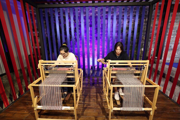 Exhibition highlights traditional craftsmanship in Ningbo