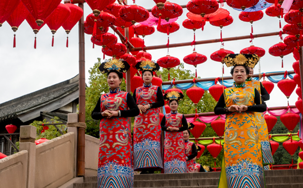 Qipao show staged in Xiangshan Film and Television City