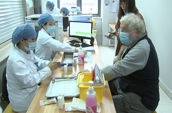 Beilun offers COVID-19 vaccines for foreigners, compatriots