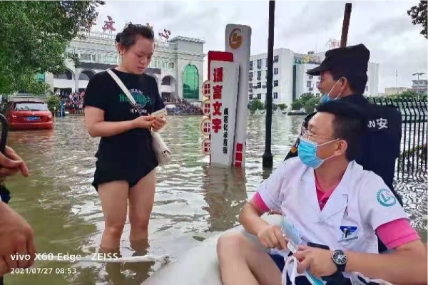 Mobile facilities set up in flooded area in Ningbo