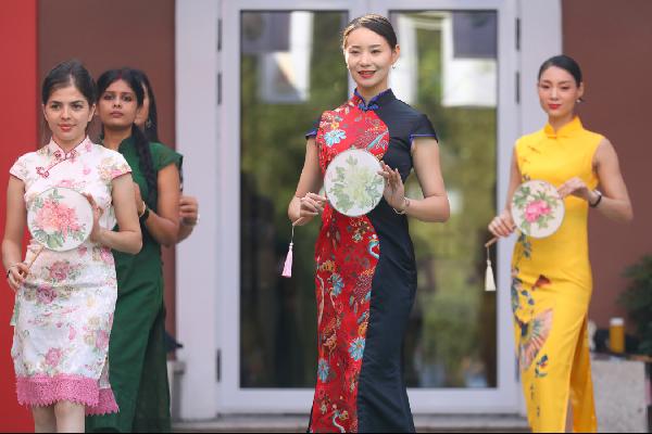Expats celebrate Mid-Autumn Festival in Ningbo