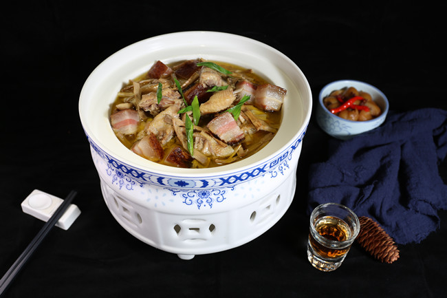 Bashan stewed chicken with preserved meat .jpg