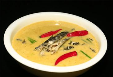 Jade-alike fish soup (白玉鱼汤)