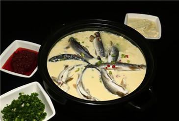 Stewed bighead carp with toufu (江口豆花青鳙)
