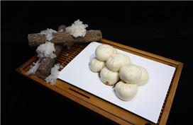 Wulu steamed stuffed bun with tremella stuffing (雾露银耳包)