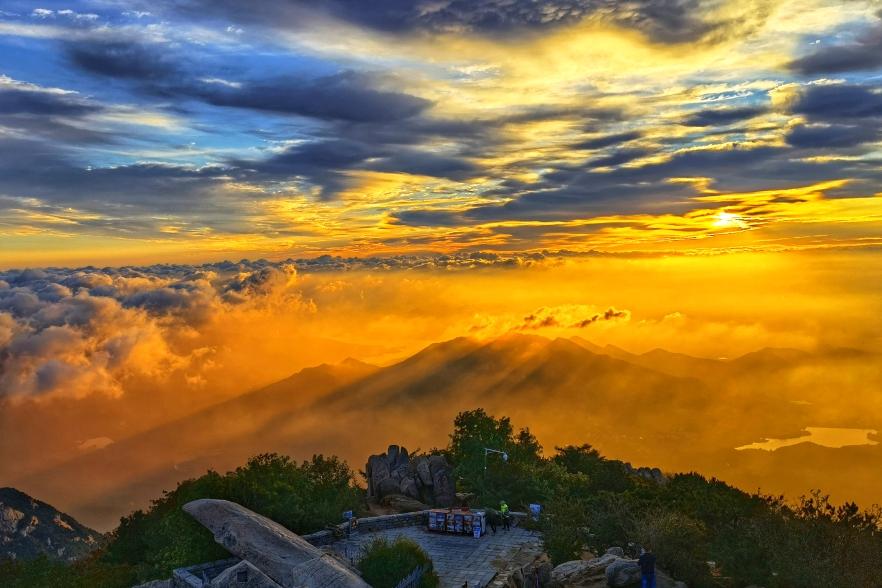 Splendid sunrise on Mount Tai