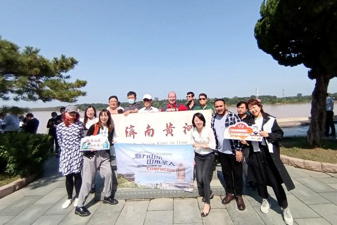 Expats visit Yellow River Park