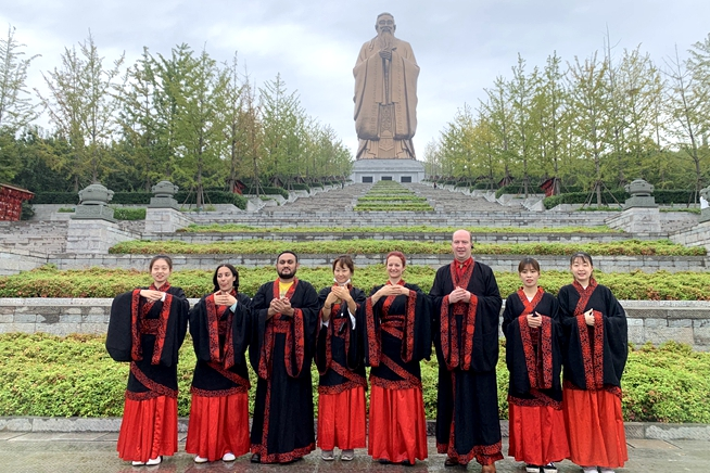 Video: Foreign reporters visit Nishan Sacred Land