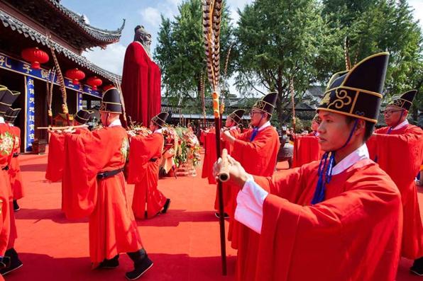 Forum celebrates Confucius' birthday, philosophy