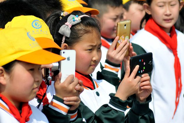 Ministry bans smartphones in all schools