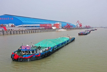 Jining's Liangshan Port starts operating