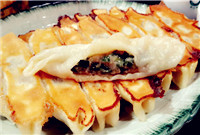 ​Qingdao fried dumplings (青岛锅贴/Qingdao Guo Tie)