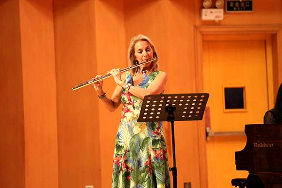 International musicians perform at Qingdao music event