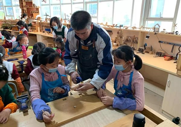 Children in Shinan attend woodworking class