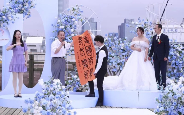 Wedding held for volunteer who fought virus