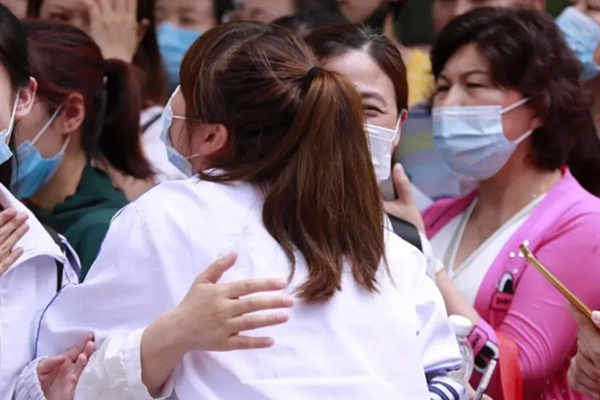 Warm moments seen on first day of gaokao