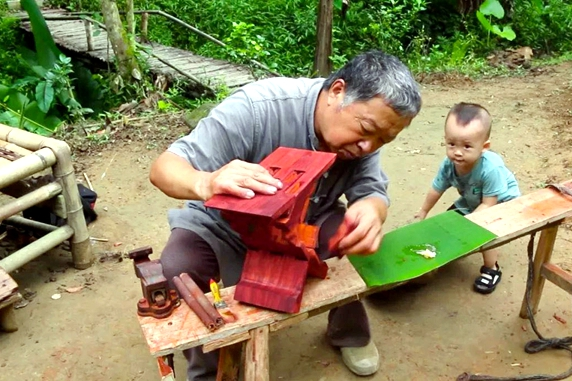 Carpenter crafts his way to cyber stardom