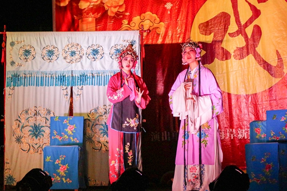 Maoqiang opera performed in Qingdao village