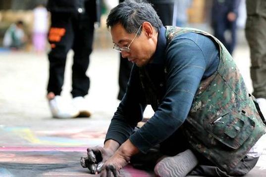 'Mona Lisa' in chalk by street artist