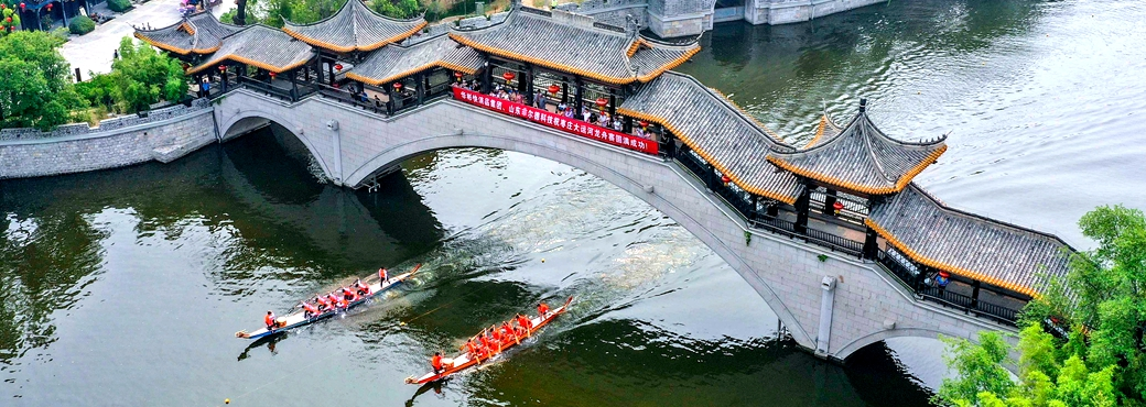 Taierzhuang Ancient Town hosts dragon boat race