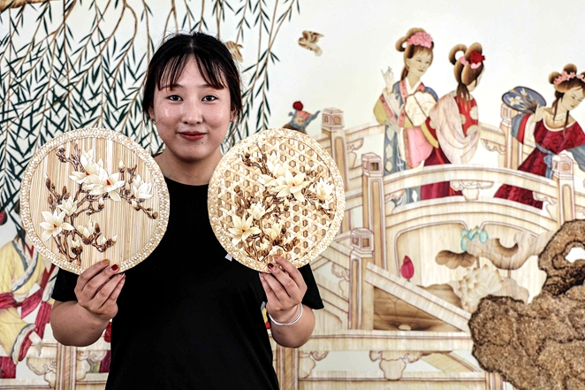 Wheat straw painting boosts fame of Qingdao town