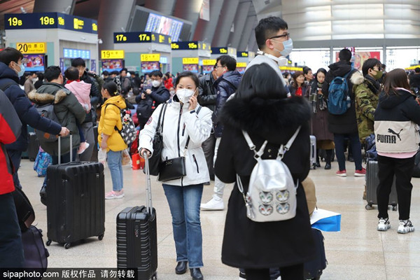 People wear masks at Beijing South Railway Station in Beijing on Jan 22, 2020.jpg