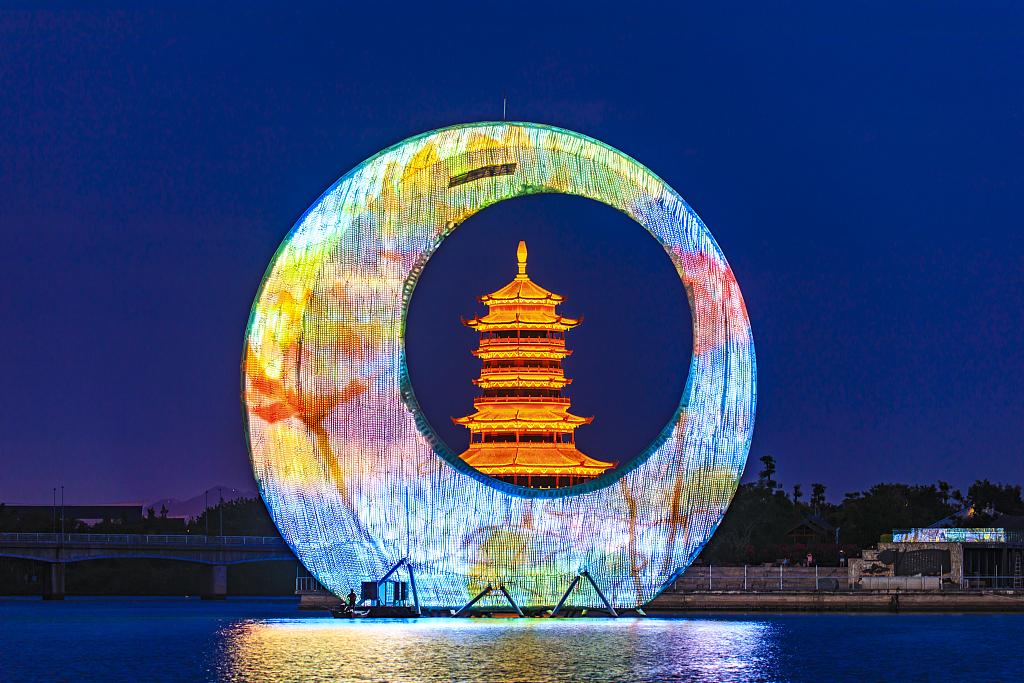 Xiamen consumption booms during Spring Festival