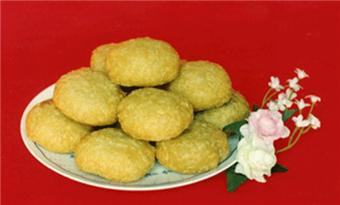 Three Specialties of Tianjin: Ear-hole-like fried rice cakes (耳朵眼炸糕 erduoyanzhagao)