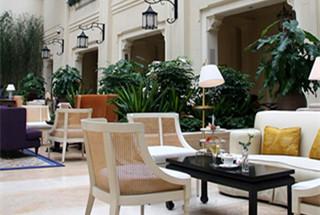 Astor Hotel: Elegant High Tea