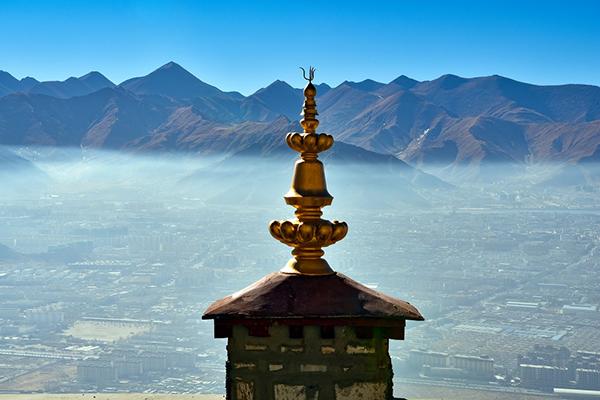 Historical hermitage overlooks Lhasa city