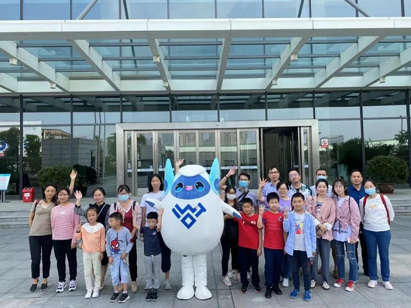 Visitors tour IoT landmarks in Wuxi