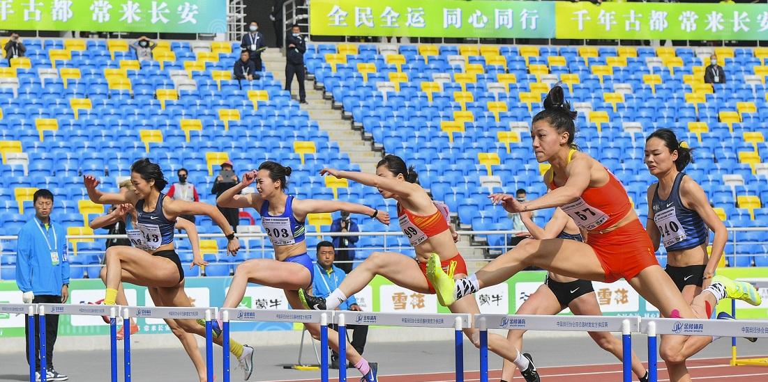 2021西安全运会田径项目测试赛暨2021年田径分区赛邀请赛(西北赛区)女子七项全能100米栏:郑妮娜力排名第一.jpg