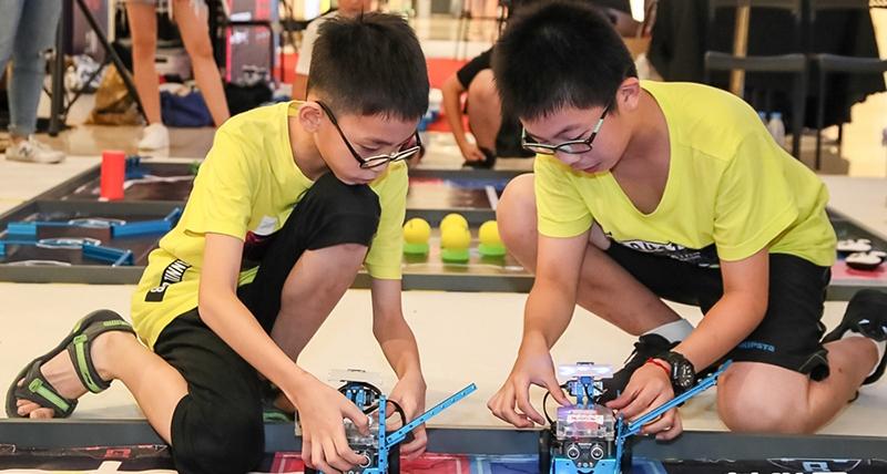 In pics: Teenage robotics competition kicks off in Xiamen