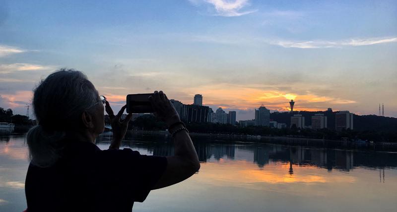 In pics: Splendid sunset at Yundang Lake