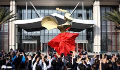 'Golden Rooster' sculpture unveiled in Xiamen