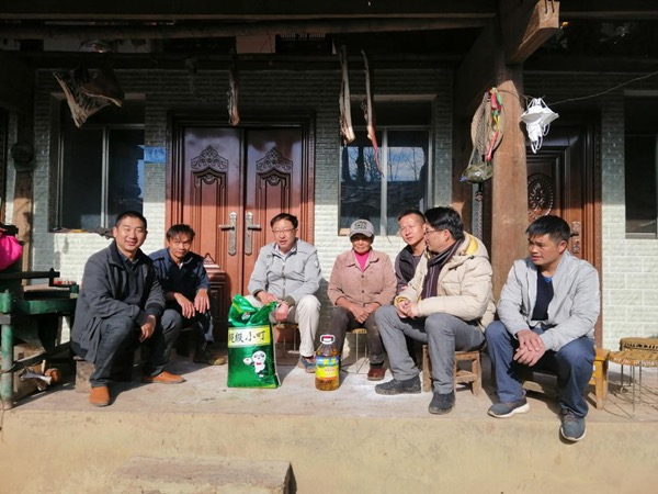 YNU officials visit Fengqing county