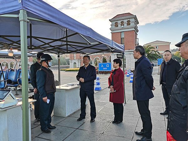 YNU officials conduct Spring Festival visit to faculty and students