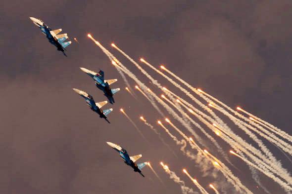 2006 苏-27重型战斗机表演_副本.jpg