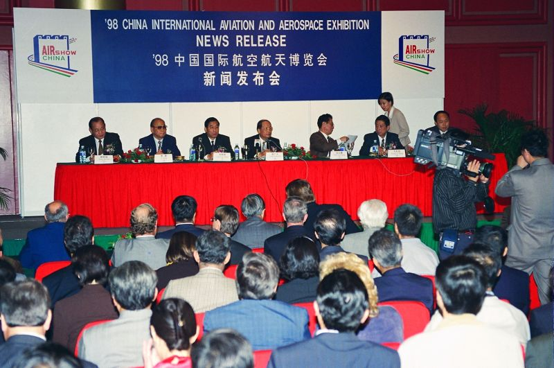 Press conference(1) in 1998 [Photo by Yan Xing].jpg