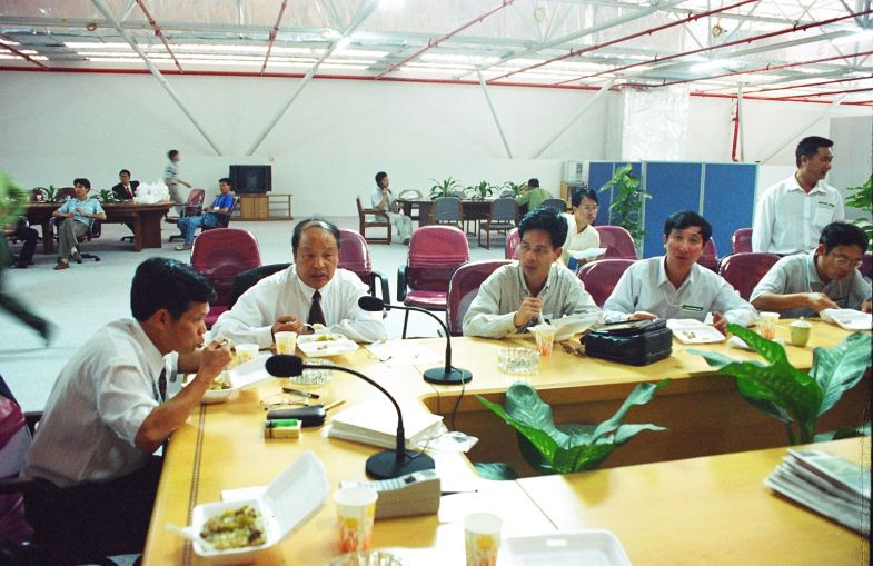 then senior city officials at lunch time in 1998 [photo by yan xing]_副本.jpg